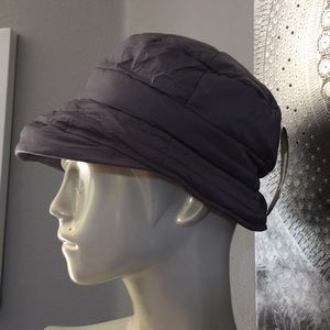 SCALA quilted rain bucket hat NWT!